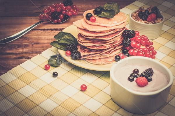 Saine déjeuner fraîches baies yaourt Photo stock © Nejron