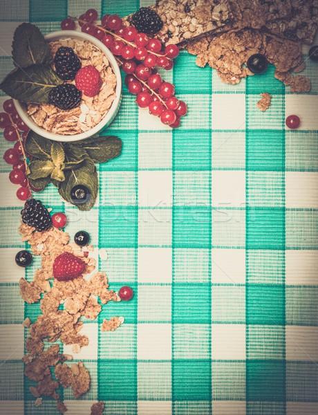 небольшой чаши мюсли свежие Ягоды скатерть Сток-фото © Nejron
