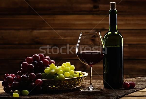 Сток-фото: бутылку · стекла · винограда · корзины