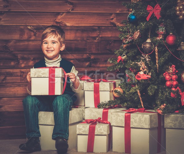 Stock fotó: Kicsi · fiú · ajándék · doboz · karácsonyfa · fából · készült · házbelső