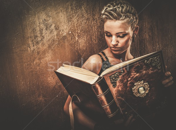 Steampunk fille livre mur industrielle lecture Photo stock © Nejron