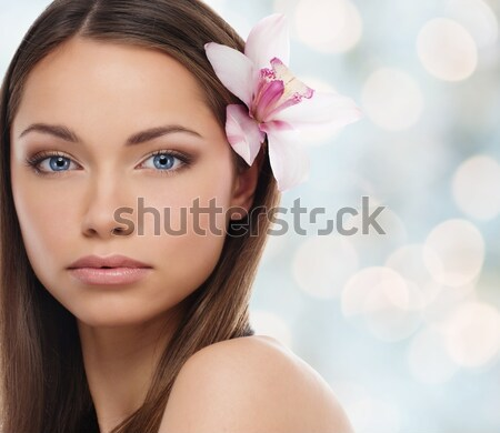 Belle jeunes brunette femme yeux bleus orchidée Photo stock © Nejron