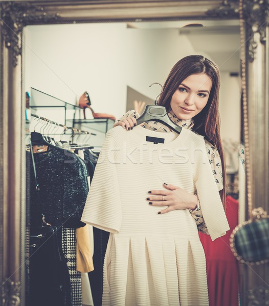 若い女性 服 ショールーム 女性 ショッピング ストックフォト © Nejron