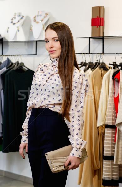 Moda genç kadın moda showroom kadın alışveriş Stok fotoğraf © Nejron