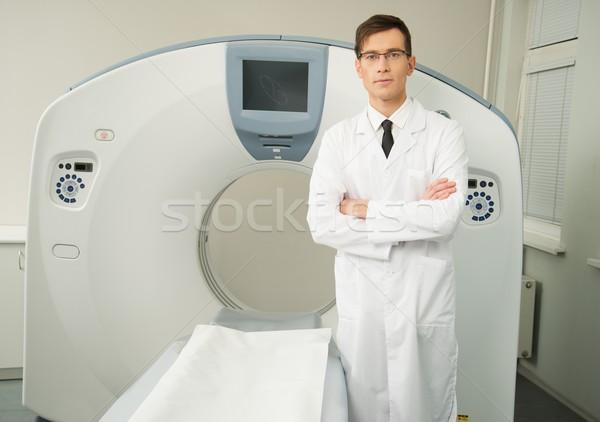 Fiatal orvos áll tomográfia szkenner kórház Stock fotó © Nejron