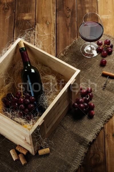 бутылку стекла красный винограда деревянный стол вино Сток-фото © Nejron