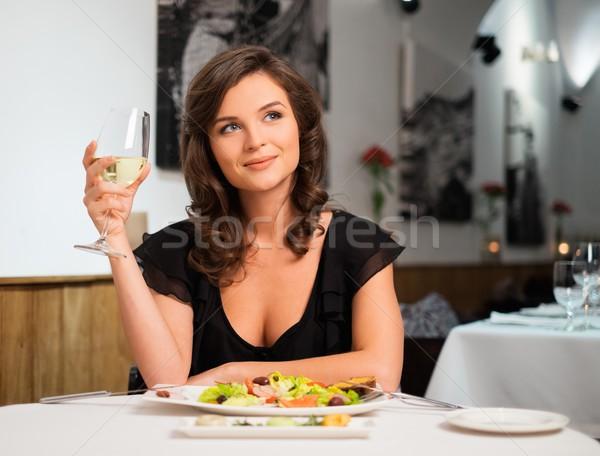 Mooie jonge dame alleen restaurant vrouw Stockfoto © Nejron