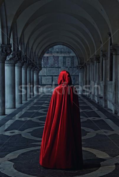 Nő piros köpeny sétál messze épület Stock fotó © Nejron
