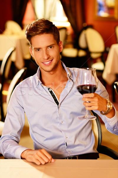 Foto stock: Bonito · moço · vidro · vinho · tinto · restaurante · comida