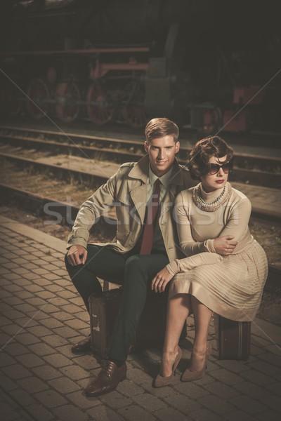 Gyönyörű klasszikus stílus pár ül bőröndök Stock fotó © Nejron