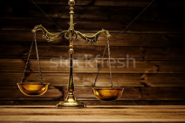 Laiton échelles bois signe droit justice Photo stock © Nejron