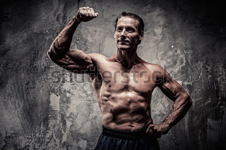 ストックフォト: 剣闘士 · 筋骨たくましい体 · 剣 · ヘルメット · 戦争 · 行使