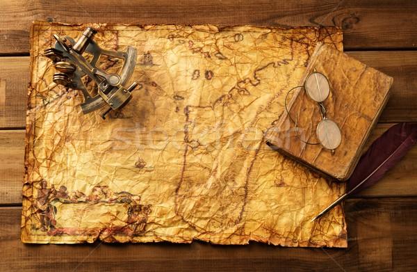 Velho livro óculos vintage mapa papel Foto stock © Nejron