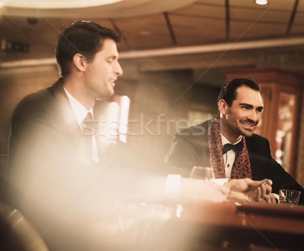 Dwa młodych mężczyzn garnitury za hazardu tabeli Zdjęcia stock © Nejron