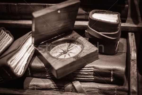 Ahşap pusula bağbozumu kitaplar kitap dünya Stok fotoğraf © Nejron