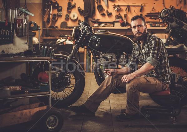 механиком здании Vintage стиль мотоцикл Сток-фото © Nejron