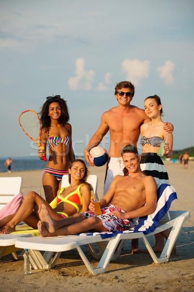 Grupo amigos pelota playa Foto stock © Nejron