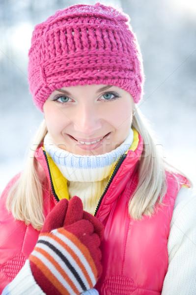 Congelada bela mulher inverno roupa ao ar livre cara Foto stock © Nejron