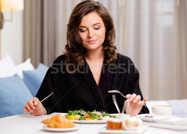 Mooie vrouw ontbijt hotelkamer voedsel koffie home Stockfoto © Nejron