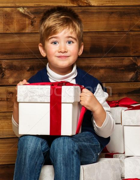 Kicsi fiú ajándék doboz ül ajándékdobozok fából készült Stock fotó © Nejron