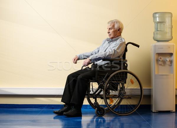 シニア 男 車いす 老人ホーム 作業 ストックフォト © Nejron