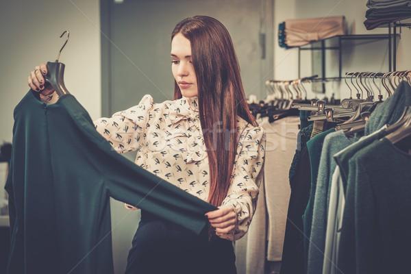 Genç kadın showroom kadın alışveriş Stok fotoğraf © Nejron