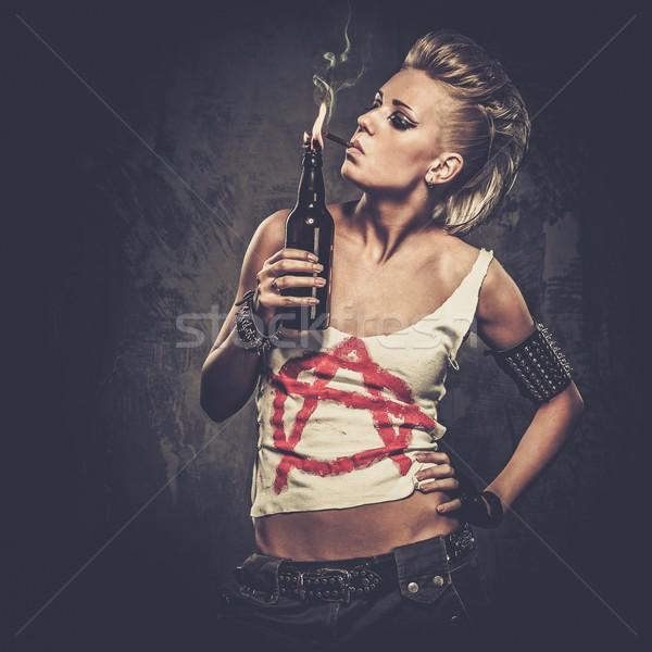 Punk nina cóctel cara pared guerra Foto stock © Nejron