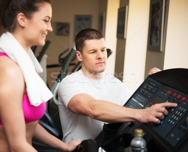 Trener młoda kobieta kierat fitness klub kobieta Zdjęcia stock © Nejron