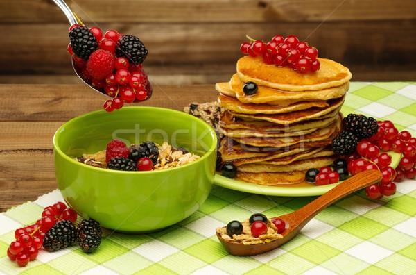 Gesunden Frühstück Pfannkuchen frischen Beeren Müsli Stock foto © Nejron