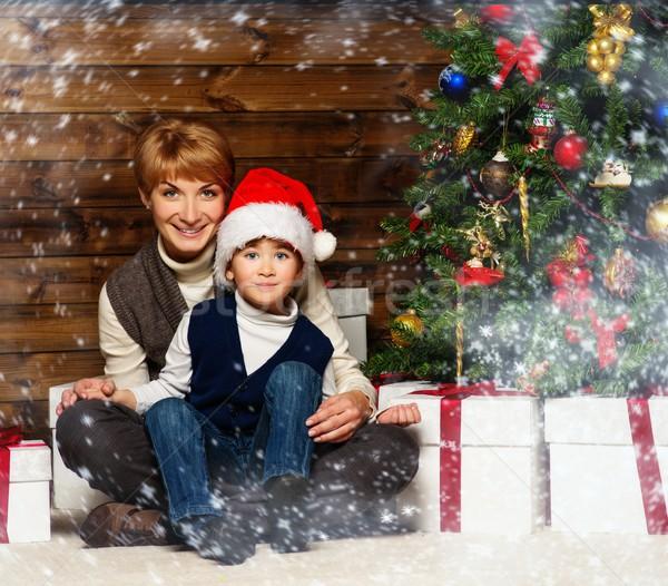 Stockfoto: Moeder · weinig · jongen · hoed · geschenkdoos