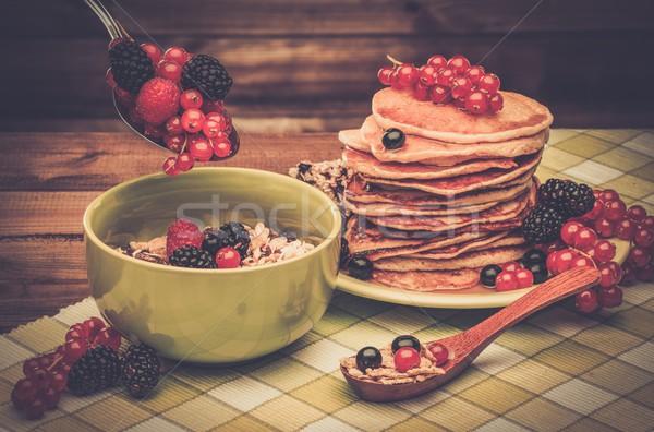 Zdrowych śniadanie naleśniki świeże jagody musli Zdjęcia stock © Nejron