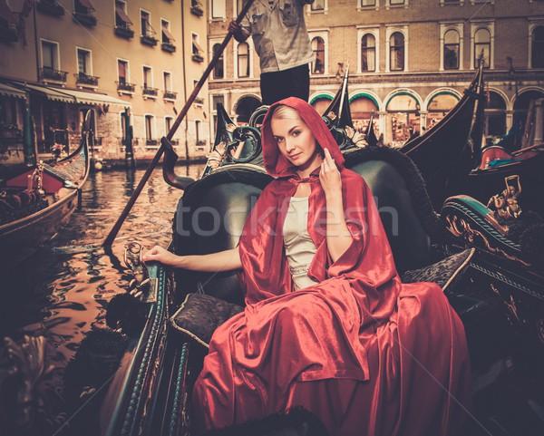 ストックフォト: 美人 · 赤 · ライディング · ゴンドラ · 水