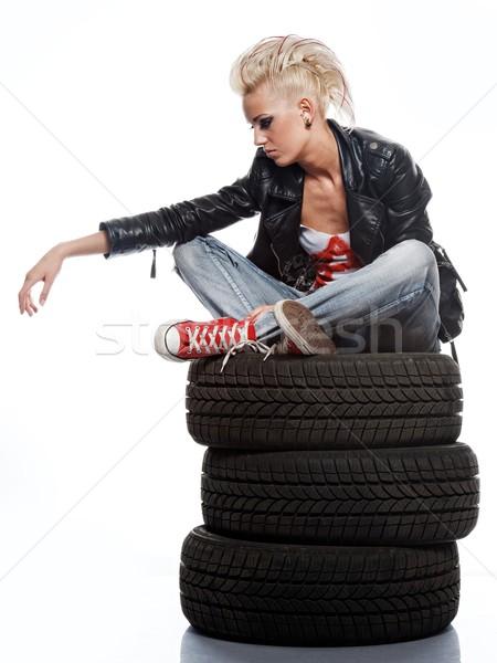 Punk menina sessão pneus mulher fundo Foto stock © Nejron