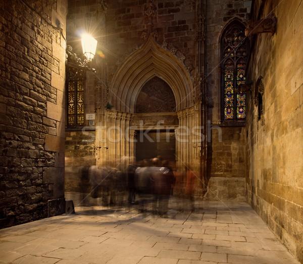 Groupe de gens cathédrale entrée nuit foule rétro Photo stock © Nejron