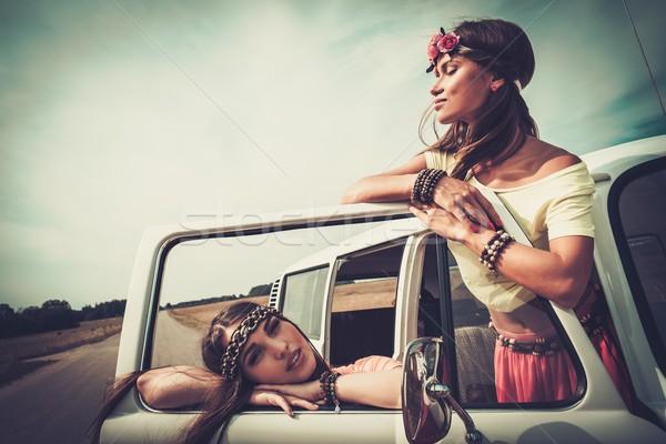 Hippie meisjes weg reis meisje Stockfoto © Nejron