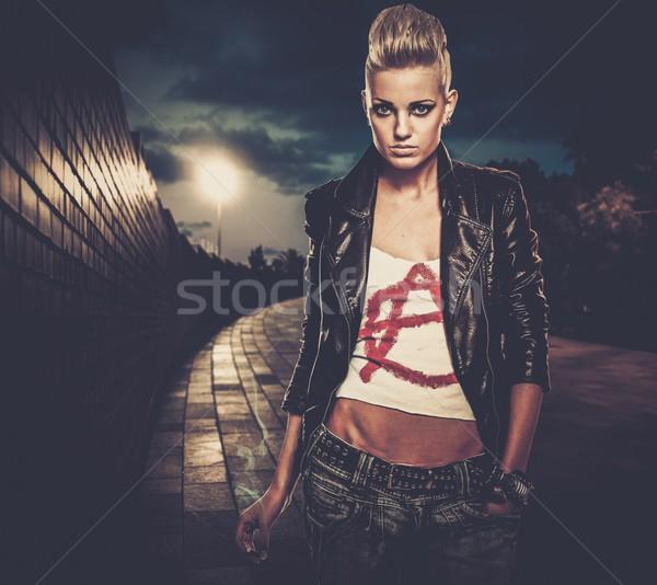 Punk meisje sigaret buitenshuis nacht jonge Stockfoto © Nejron