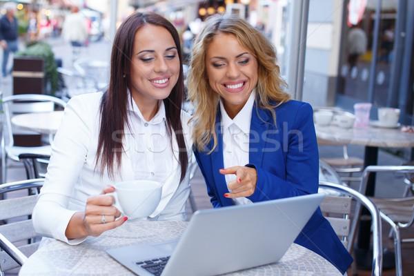 Foto stock: Dois · belo · meninas · laptop · verão