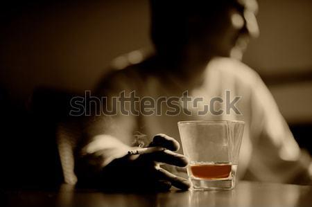 Roken man glas whisky sigaar hand Stockfoto © Nejron