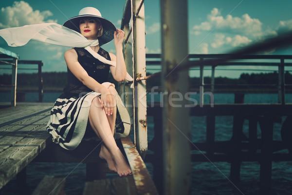 Piękna kobieta hat biały szalik posiedzenia Zdjęcia stock © Nejron