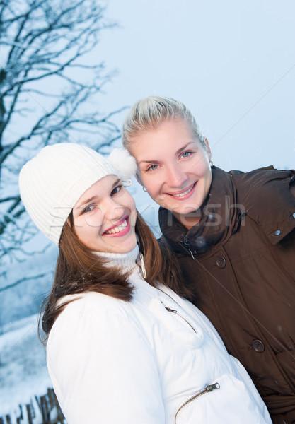 Dos hermosa mujeres invierno ropa aire libre Foto stock © Nejron