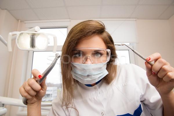 小さな 女性 歯科 眼鏡 歯科 ツール ストックフォト © Nejron