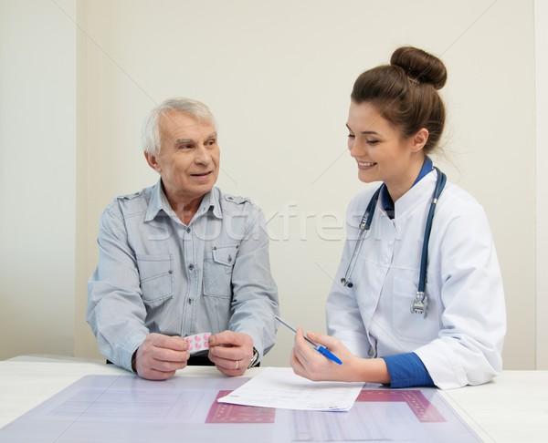 старший человека служба назначение бумаги врач Сток-фото © Nejron