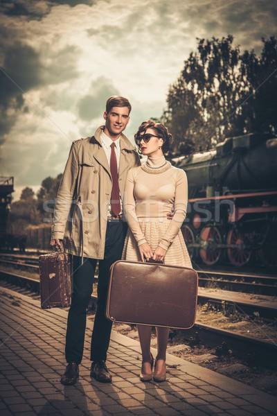 Klasszikus stílus pár bőröndök vasútállomás vágány Stock fotó © Nejron