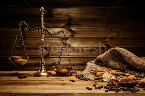 Café latón escalas mesa de madera madera Servicio Foto stock © Nejron