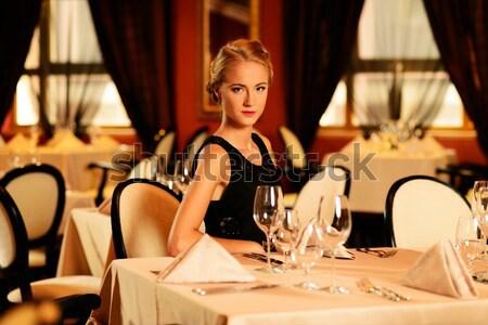 Belle jeune femme restaurant femme fille Photo stock © Nejron