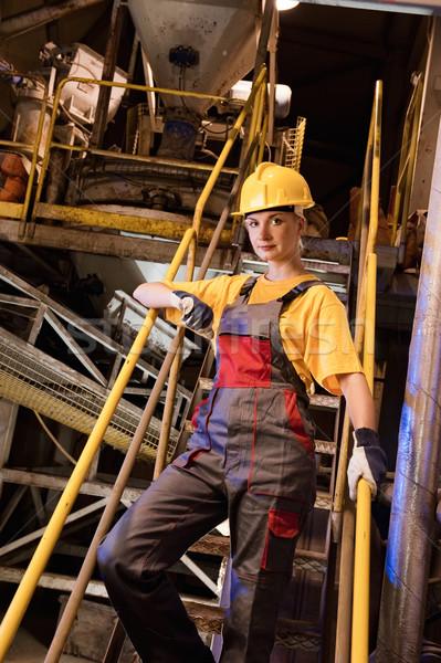 Foto d'archivio: Fabbrica · femminile · lavoratore · donna · ragazza · costruzione