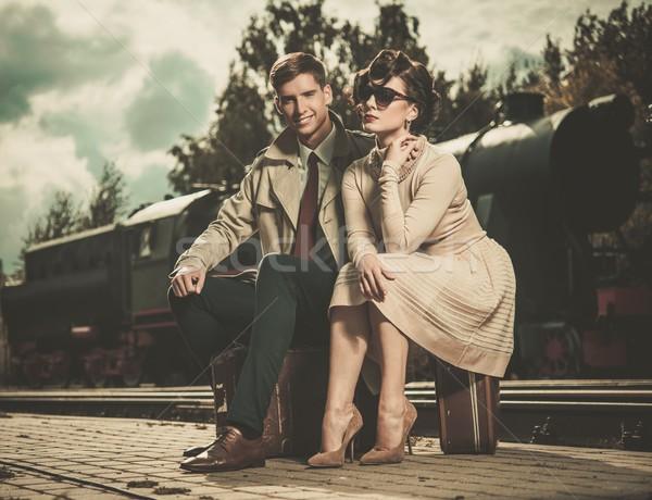 Mooie vintage stijl paar vergadering koffers Stockfoto © Nejron
