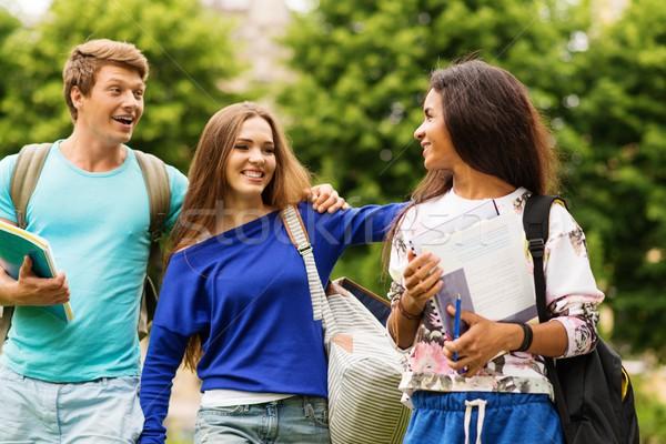 Stock fotó: Csoport · többnemzetiségű · diákok · sétál · város · nő