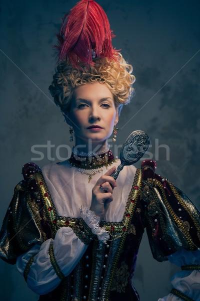 Königin royal Kleid Spiegel Macht Kleidung Stock foto © Nejron