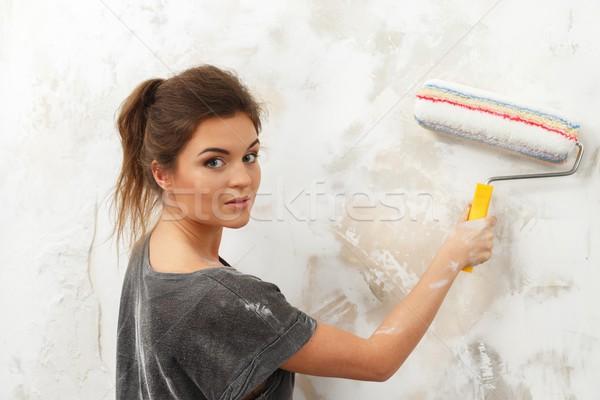 Сток-фото: красивой · молодые · брюнетка · женщину · стены · Живопись